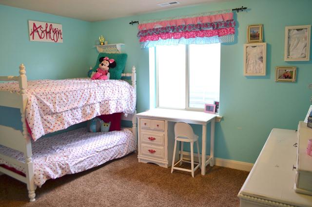 hot-pink-turquoise-girls-bedroom