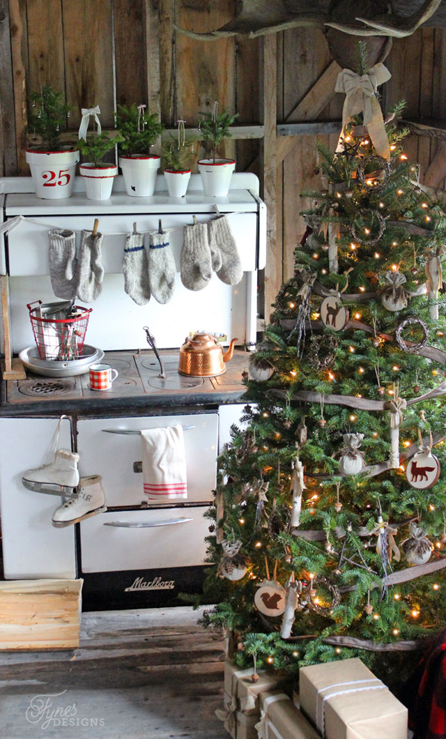 rustic-camp-christmas-tree