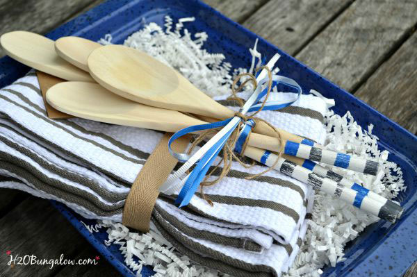 DIY-painted-wood-spoons-in-a-gift-basket-add-a-special-touch-H2OBungalow