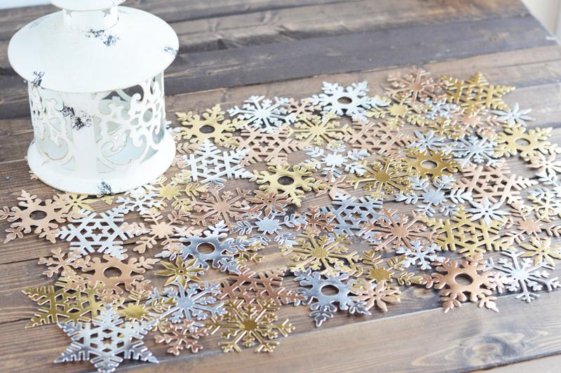 die-cut-snowflake-tablerunn