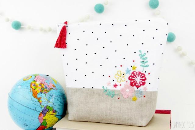 Linen-and-polkadot-zipper-pouch (1)