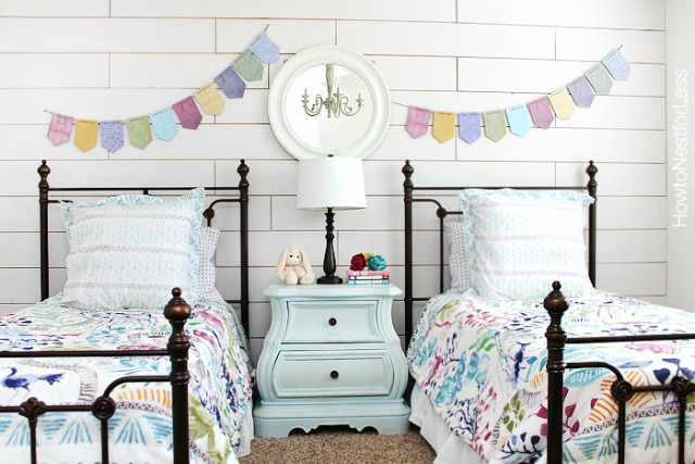 white-plank-wall-girls-bedroom (1)