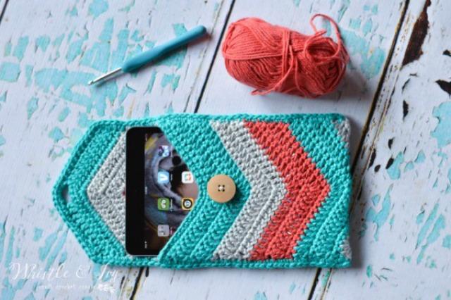 crochetchevronipadpouchwm-600x399