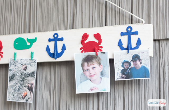 diy-nautical-picture-rail-for-vacation-pictures-4