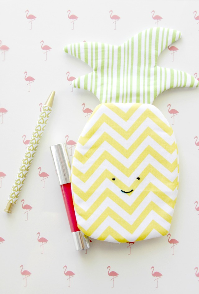 Cute-Summer-Pineapple-Zipper-Pouch