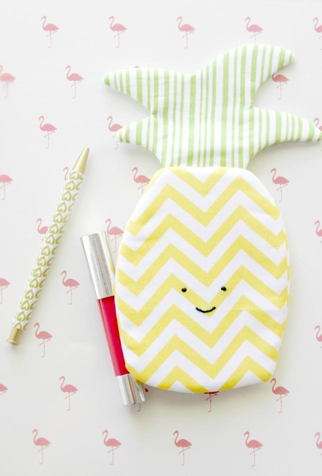 Cute-Summer-Pineapple-Zipper-Pouch