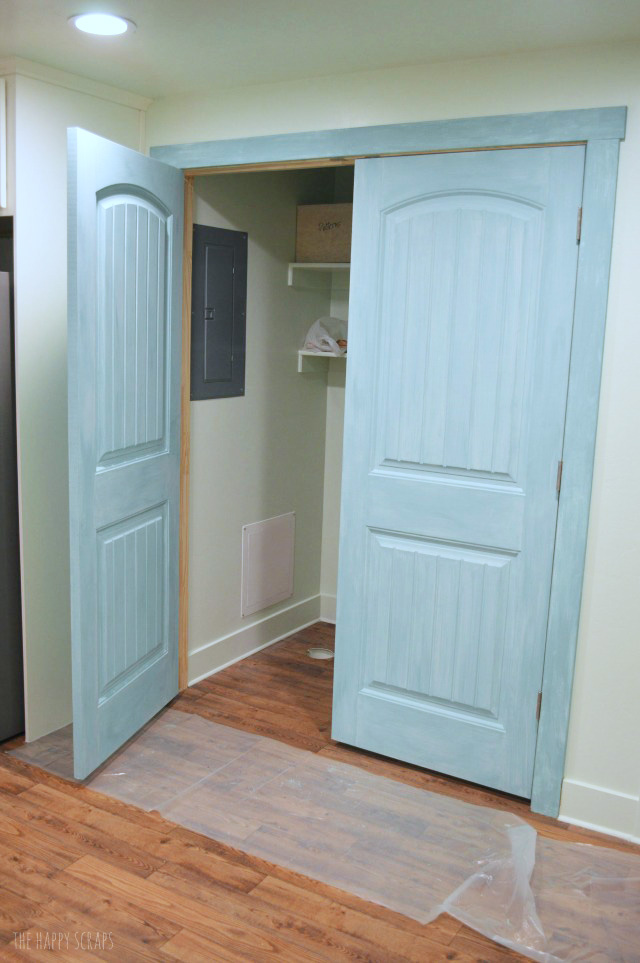 Use Milk Paint To Make Over Laundry Closet Doors Its Easy And Comes