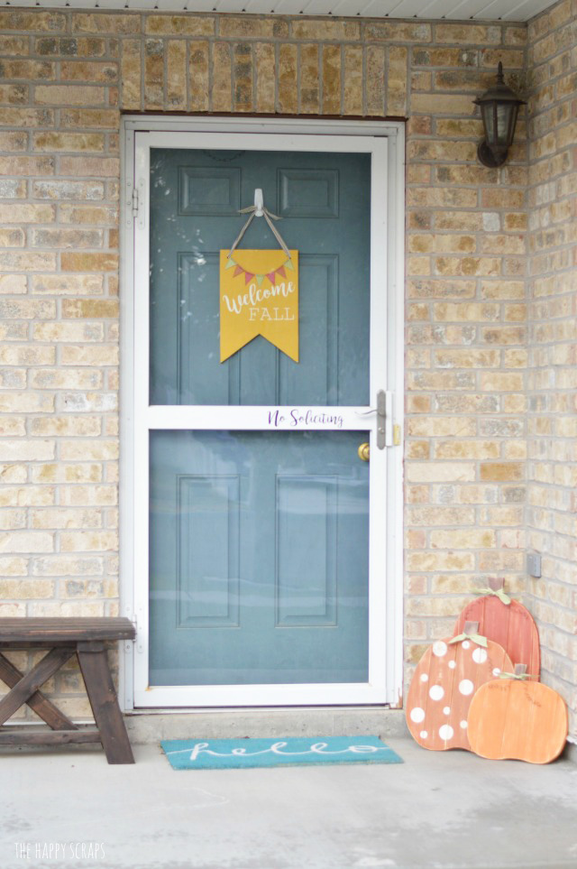 Create this Welcome Fall Front Door Decor to add to your front porch decor this Fall. It's easy to make and looks great on the door too!