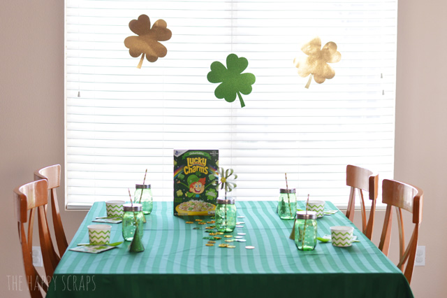 Pull out your green items, and set up that table for this Simple St. Patrick's Day Breakfast. Your family will love it! All the details are on the blog.