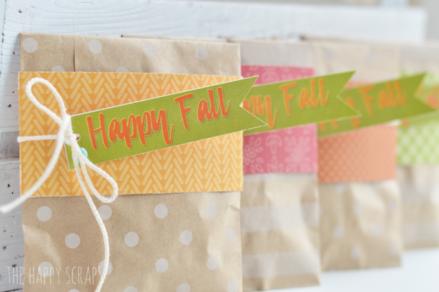 Whether you're looking for a little gift for a friend, or just want to give your kids an after school snack, this Happy Fall Treat Bag will do the trick.
