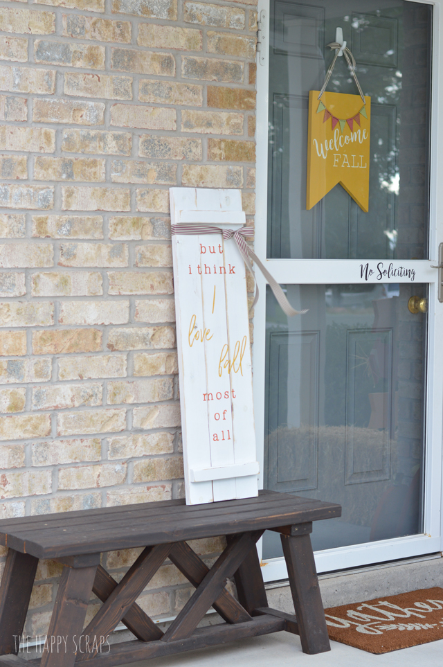 This Fall Front Porch Sign is a fun + quick project and it's sure to add some cute to your front porch this season. Get the tutorial on the blog.