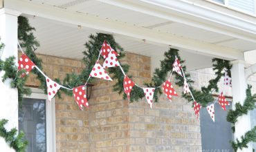DIY Christmas Front Porch Banner with the Cricut Maker