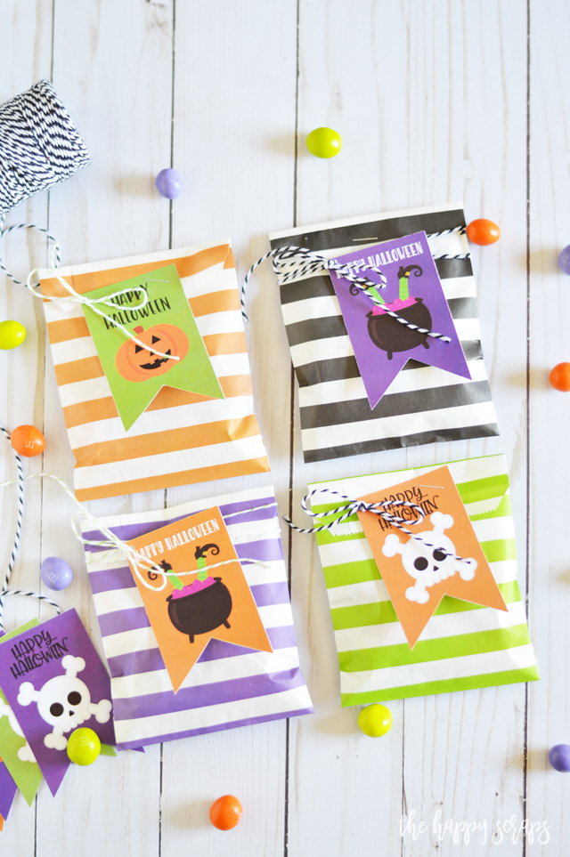 Not only are these Halloween Treat Bags with Printable Tags easy and fun to put together, but you can use the tag for other Halloween gifts.