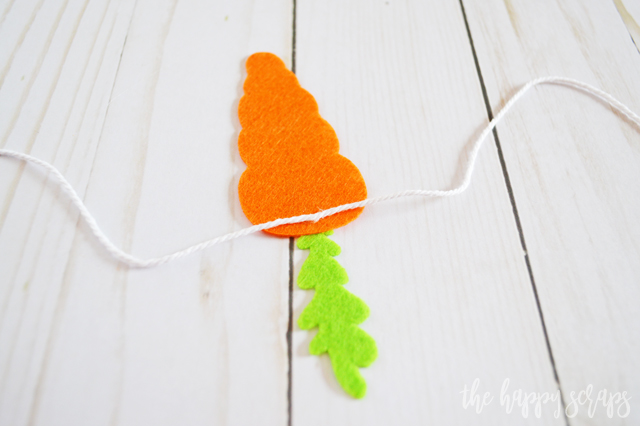 If you're looking for a quick + simple project to create for Easter, this DIY Felt Carrot Bunting is it! Grab your Cricut & you'll have this made in no time!